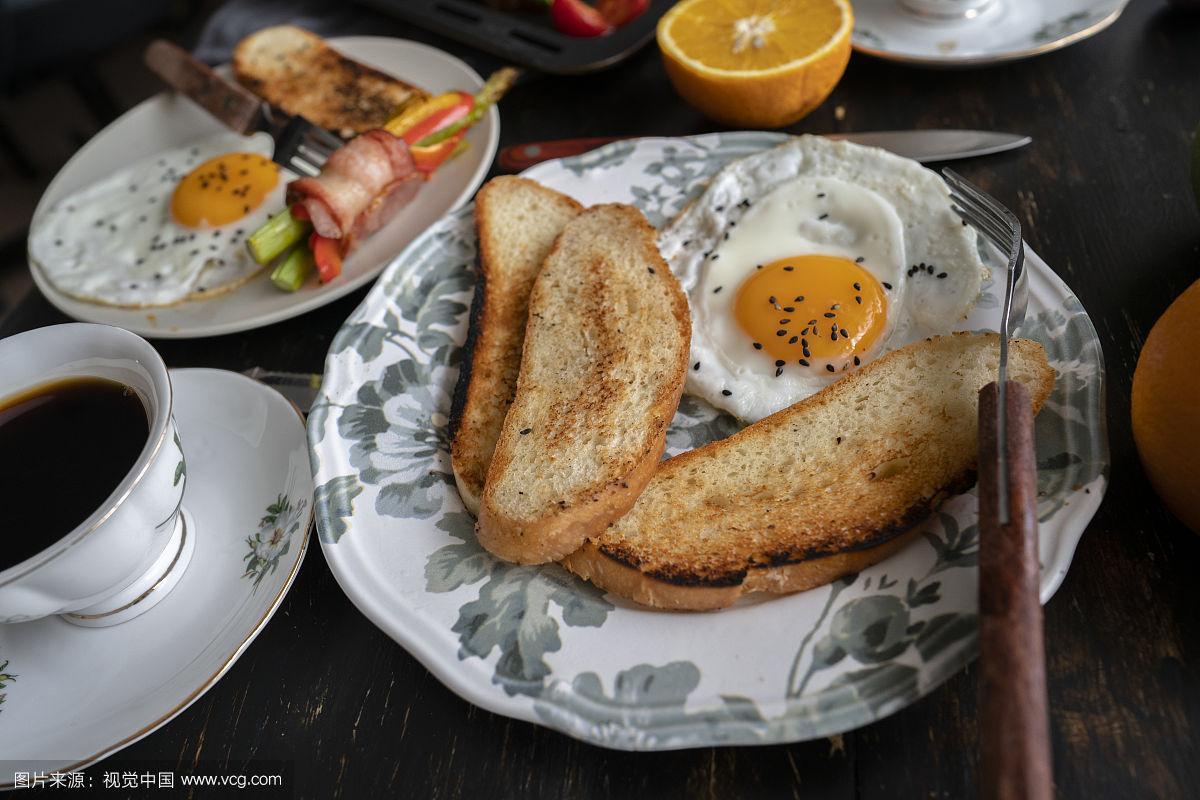 自制的,煎蛋,咖啡,熏猪肉,早餐,吐司面包,小圆面包,传统,清新