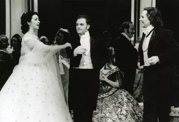 歌剧女皇乔治乌   跨越时空,展现欧罗巴多样风情的美声音画_Angela